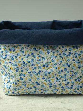 Corbeille, fleurs bleues et jaunes