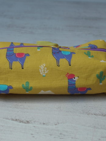 Trousse rectangulaire, fond jaune, lamas
