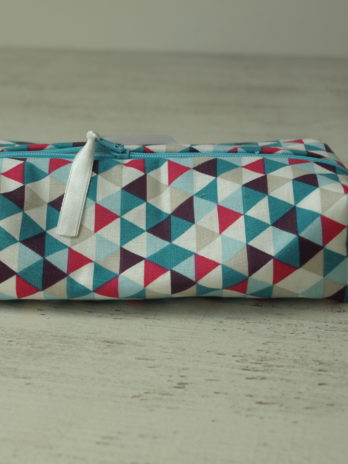 Trousse rectangulaire, petits triangles bleus et fushia