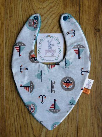 Bavoir bandana collection «Maman les p'tits bateaux», bateaux et personnages – tissu éponge bleu