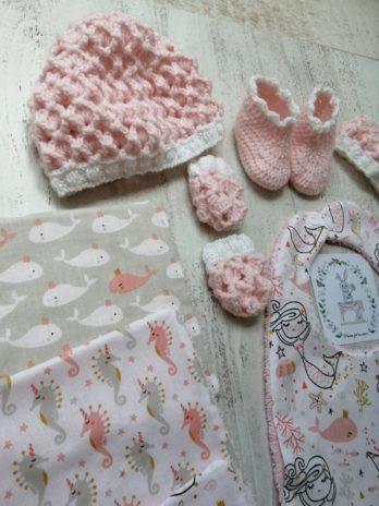 Coffret cadeau, bavoir sirène, tissu éponge rose pâle